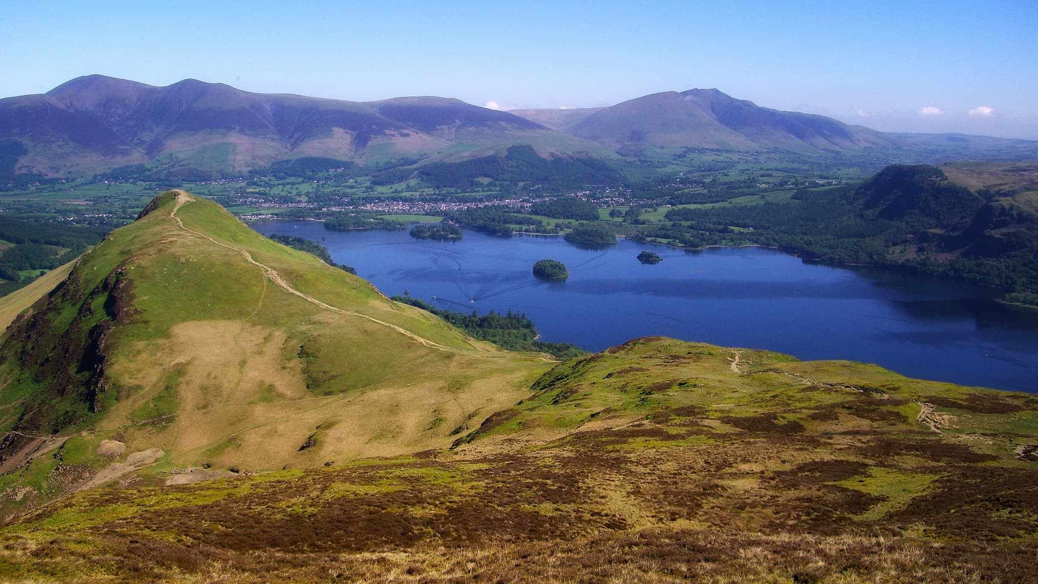 """Catbells from Maiden Moor"" by Mick Knapton, licensed CC-by-SA-3.0"