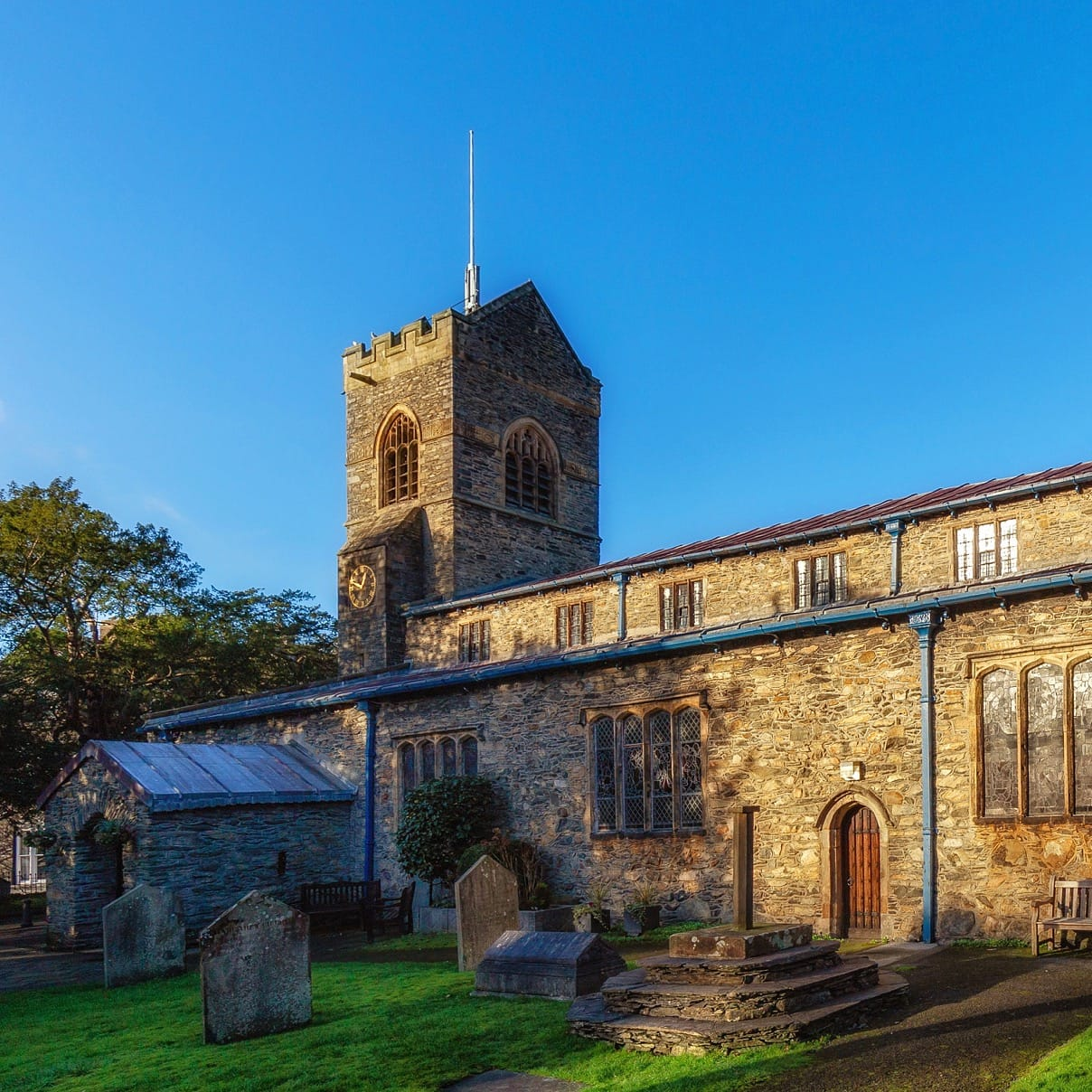 St Martin's Church, Bowness-on-Windermere. Photo by Michal Klajban, licensed CC-BY-SA-4.0.