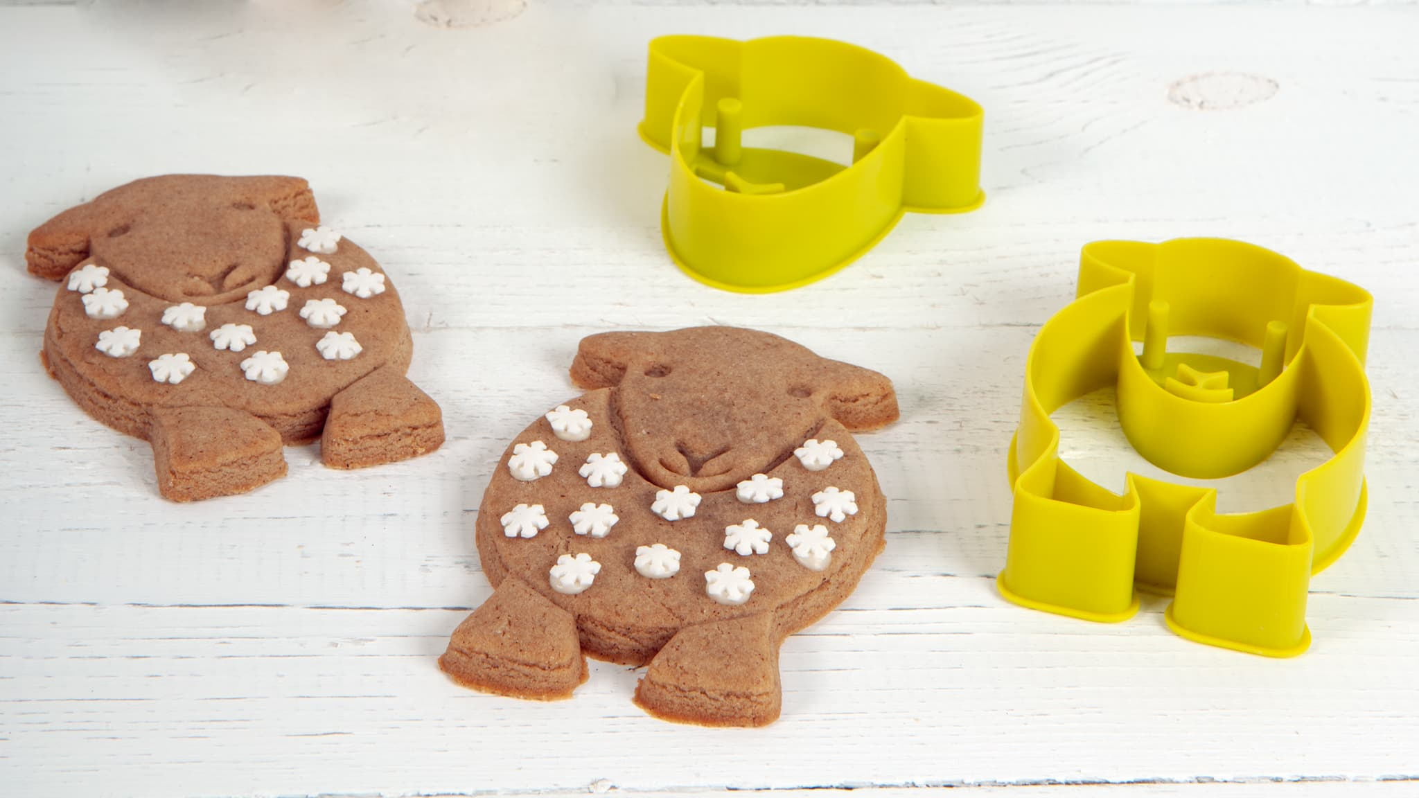 Decorate your Herdy Yan Christmas gingerbread however you like