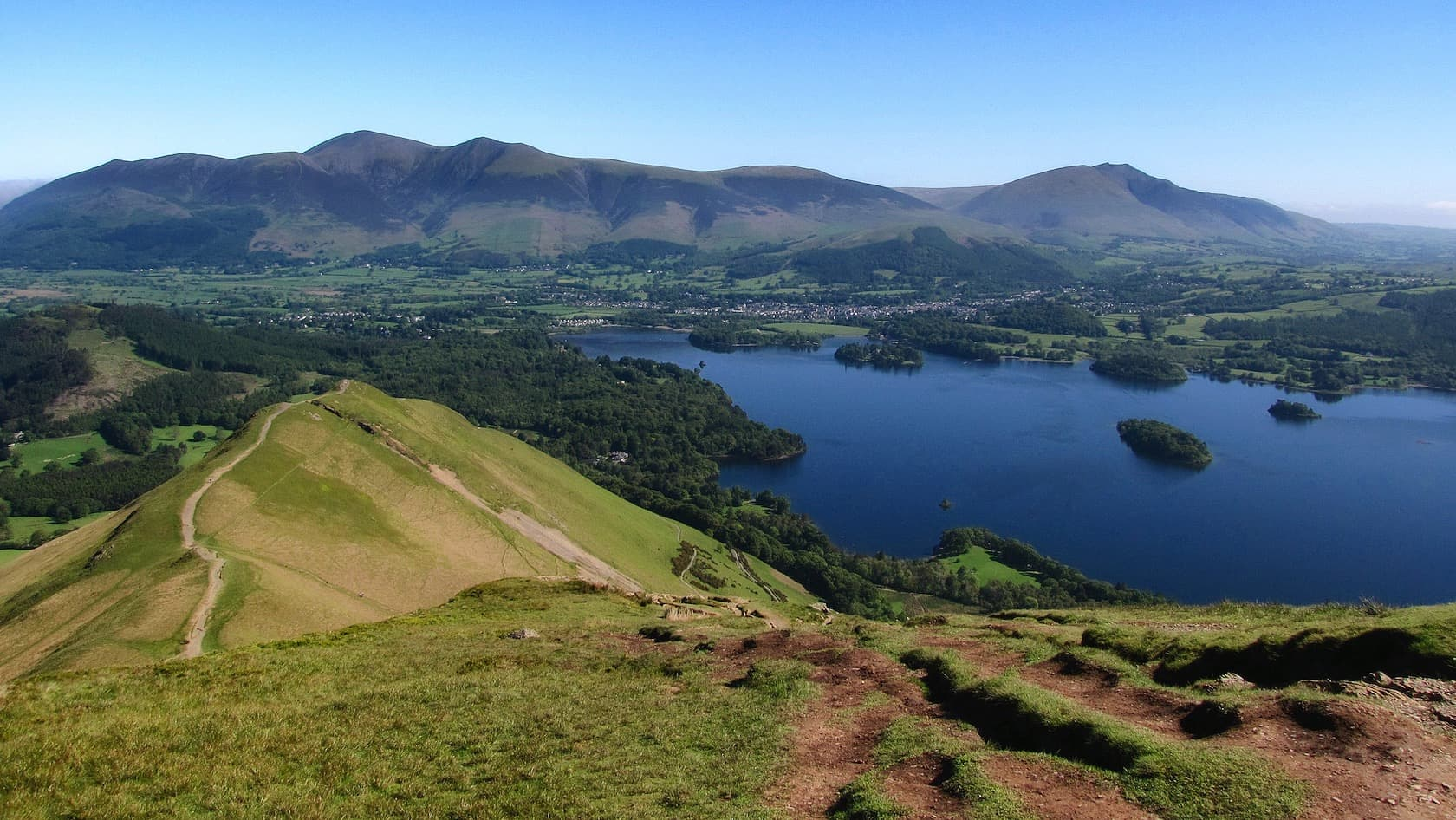 The view from Catbells looking north to the Skiddaw range. Photo by Mick Knapton, licensed CC-by-SA-3.0