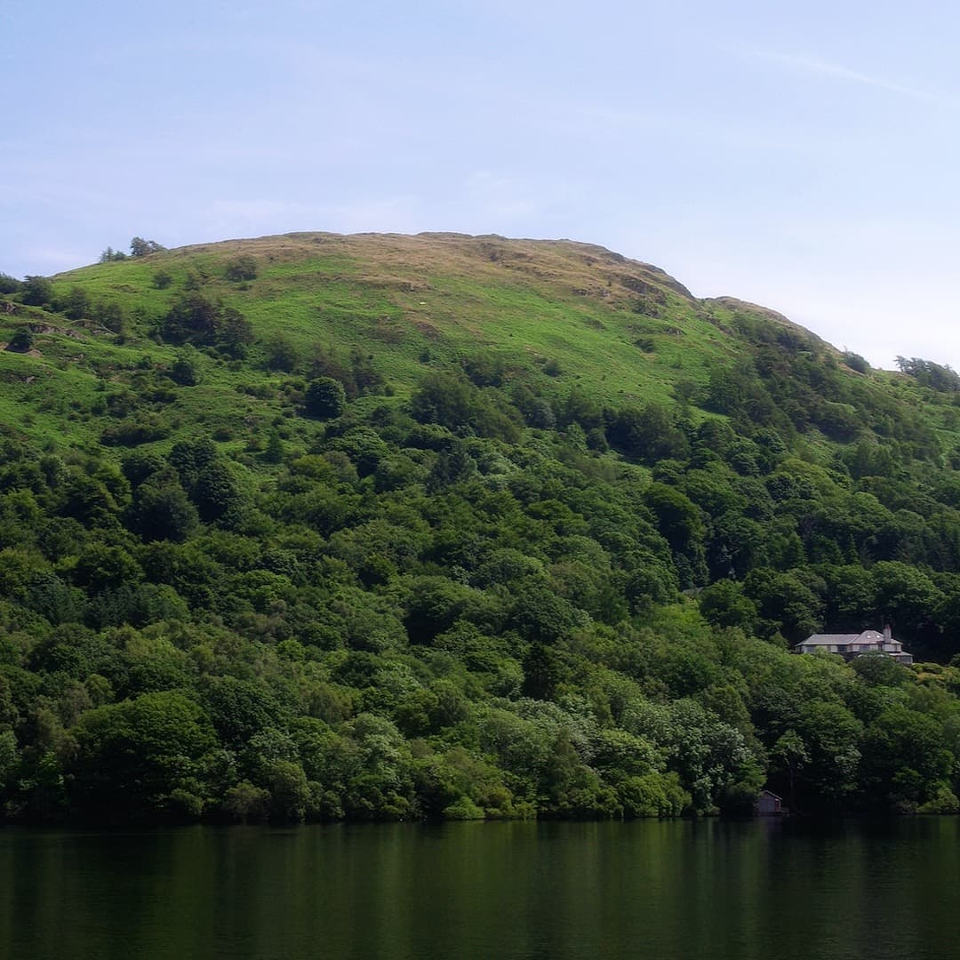Gummer's How, seen from Lake Windermere. Photo by mattbuck, licensed CC-by-SA-3.0