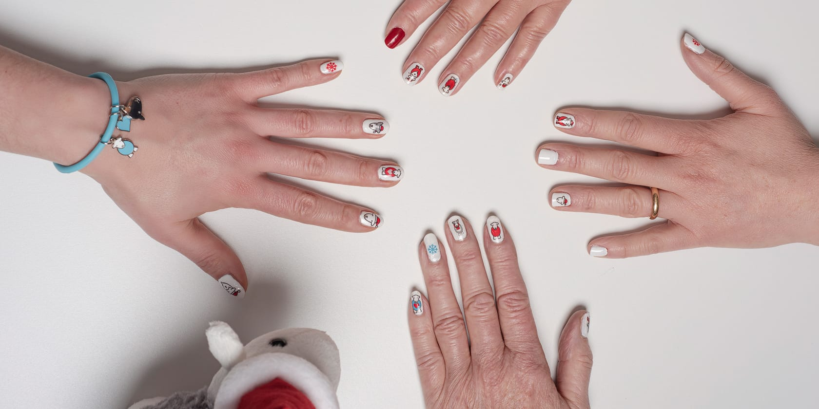 How To: Herdy Christmas Nail Art